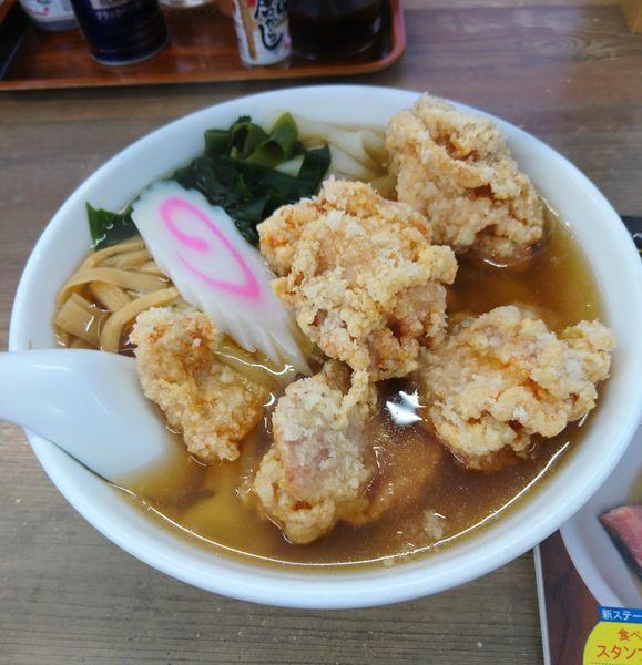 「唐揚げらぁめん ひもかわ麺」@手打ちらぁめん 足利麺 太田・尾島店の写真