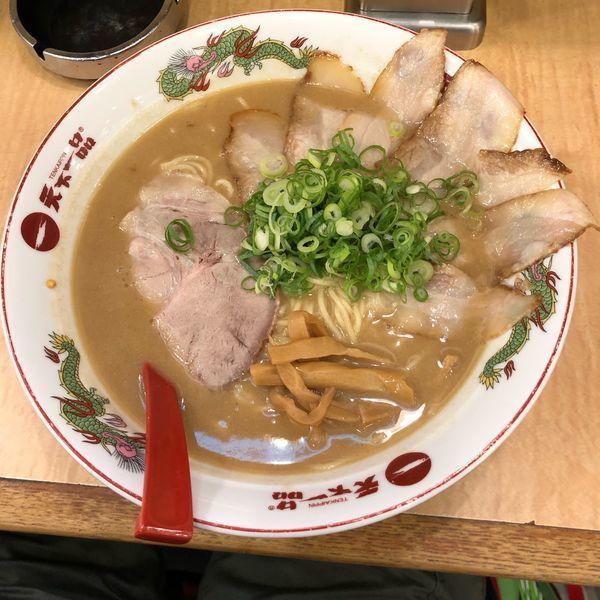 「豚トロ二倍盛チャーシュー麺+特盛」@天下一品 水道橋店の写真