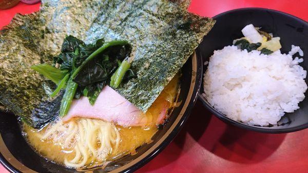 「ラーメン、ライス、海苔」@家系総本山 吉村家の写真