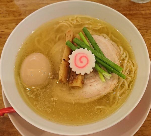 「半熟煮玉子入り中華そば(塩)900円」@味六屋の写真