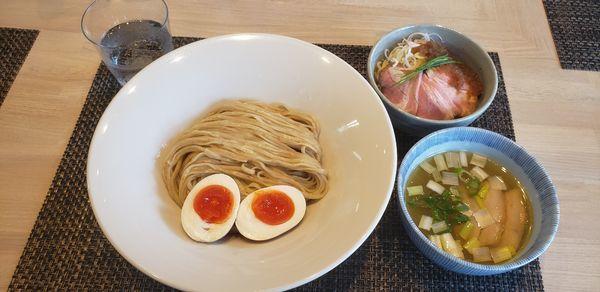 「鶏としじみの塩つけ麺+味玉+ローストポーク丼」@宍道湖しじみ中華蕎麦 琥珀の写真