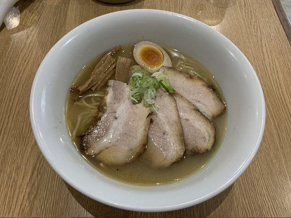 「塩チャーシュー麺750+チャーシュー250」@よなやの写真