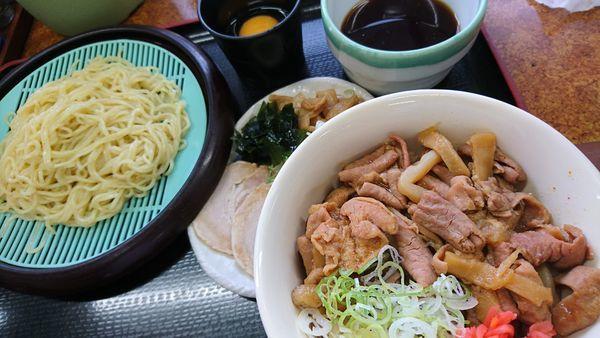 「スタミナパンチ丼をBセット(ざるラーメン)」@山田うどん 市場通店の写真