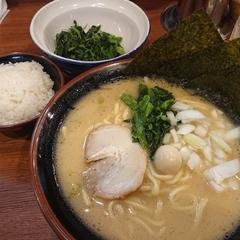 横浜家系ラーメン本郷家の写真