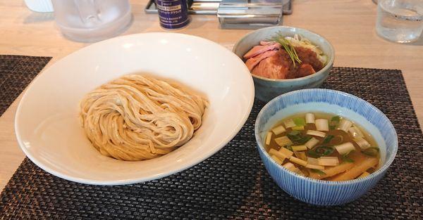 「鶏としじみの塩つけ麺+ローストポーク丼」@宍道湖しじみ中華蕎麦 琥珀の写真