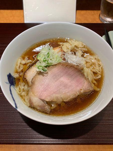 「醤油らーめん中太ちぢれ麺」@麺 みつヰの写真