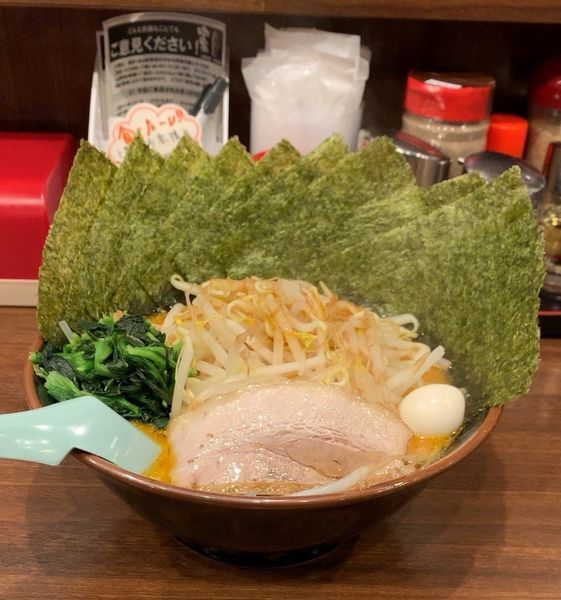 「辛豚 海苔 スタミナもやし」@横浜家系ラーメン 吟家 稲毛海岸店の写真