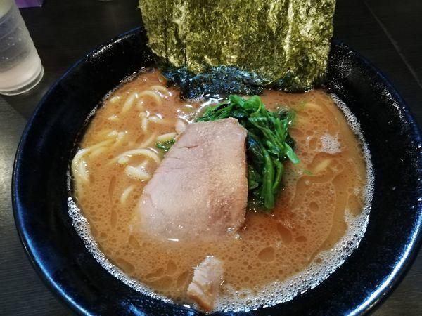 「ラーメン」@横浜家系豚骨醤油極太麺 侍 伏見店の写真