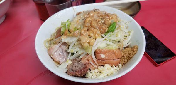 「汁無し小+豚ダブル+生卵」@ラーメン二郎 環七一之江店の写真