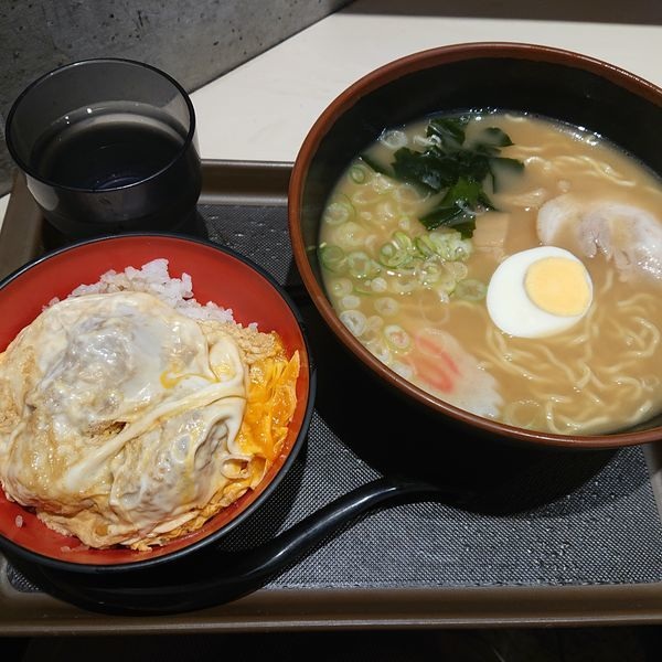 「煮干しそば450円、ミニかつ丼360円」@名代 富士そば 市ヶ谷五番町店の写真