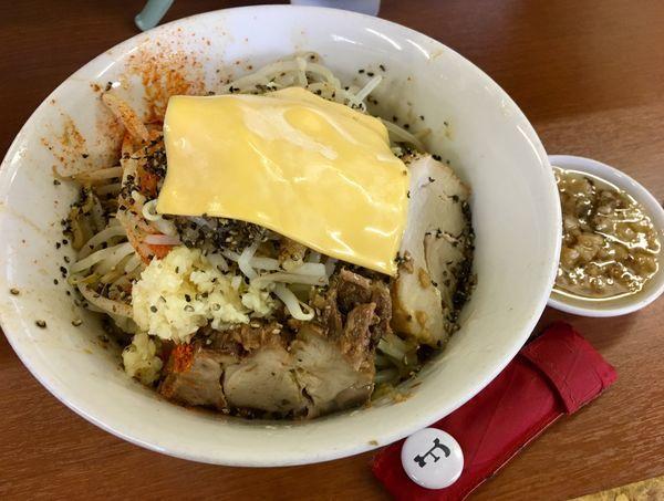 「汁なし+チーズ」@ラーメン荘 地球規模で考えろ ソラの写真