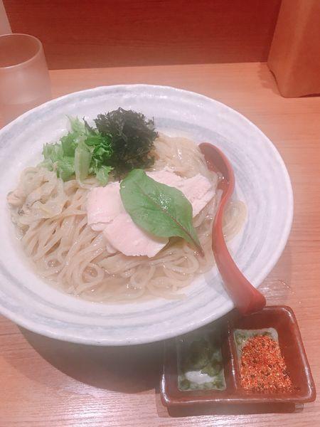 「浅蜊とがごめ昆布の冷やかけ麺」@煮干中華そば 鈴蘭 新宿店の写真