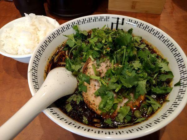 「スパイス・パクチーラー麺+小ライス」@スパイス・ラー麺 卍力 秋葉原店の写真