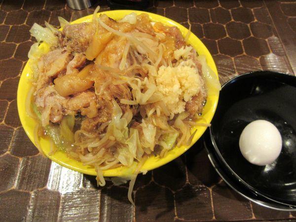 「豚そば(750円)+豚増し+野菜増し+生卵」@茨城豚そば 特龍本店の写真