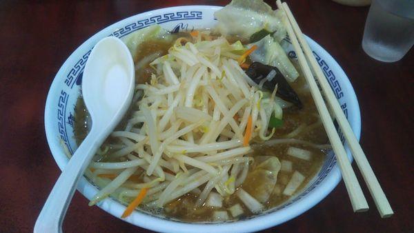 「醤油らーめん+野菜」@ラーメン マキタの写真