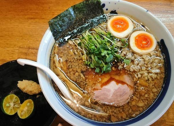 「【限定】背脂黒醤油煮干しそば ¥800」@麺屋 鶏口の写真