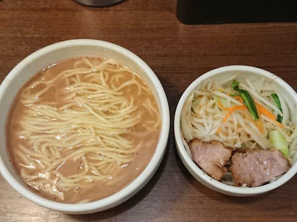 「らーめん+プレーン」@麺処 一笑の写真