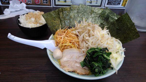 「ネギラーメン(醤油)+野菜盛り+海苔増し(まくり券サービス)」@壱七家 本厚木店の写真