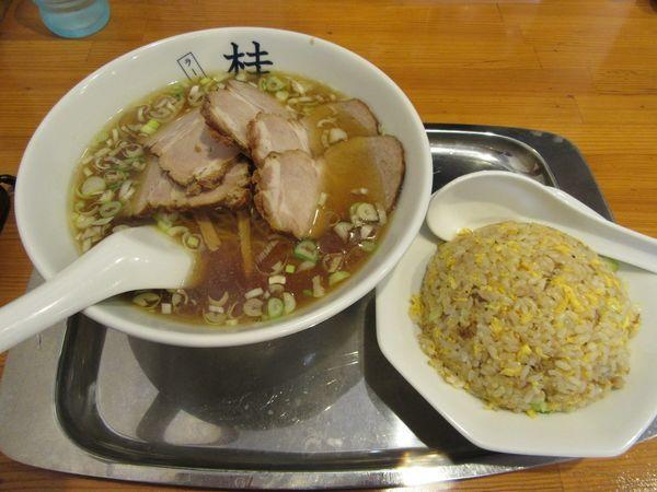 「チャーシューメン小(950円)+半チャーハン350円」@煮干しだし醤油ラーメン 桂の写真