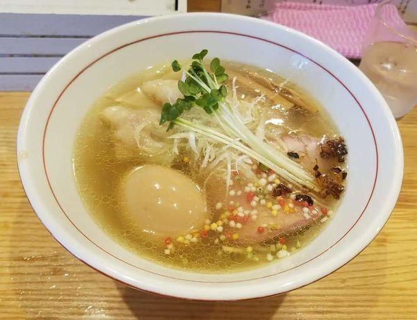 「海老ワンタン煮玉子 塩そば¥1100」@地球の中華そばの写真