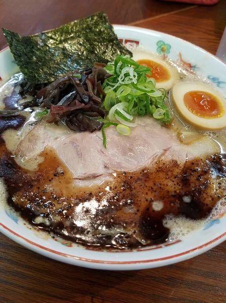「濃厚ラーメン黒(太麺)+味玉+替え玉(細麺)」@ラーメンかなやの写真
