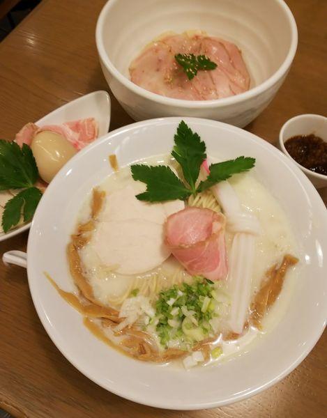 「蛤のチャウダーSOBA+特製仕様+豚チャーシュー炙り丼」@むぎとオリーブ さいたま新都心店の写真
