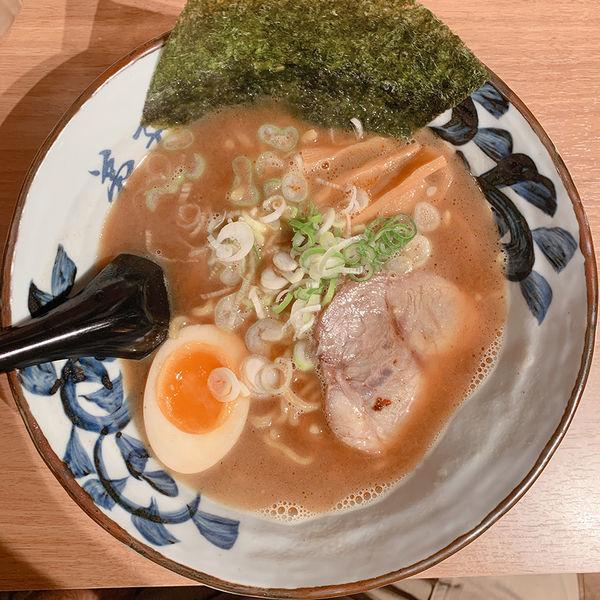 「魚介しぼり醤油」@弟子屈ラーメン 新千歳空港店の写真