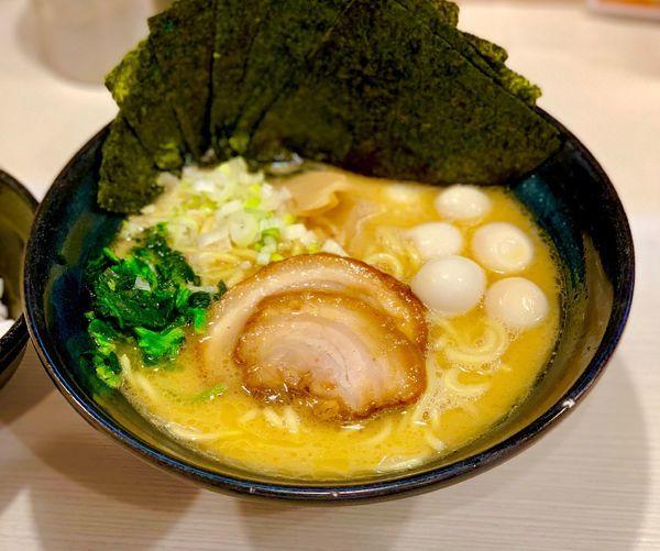 「豚骨醤油(大)」@ゴル麺 横浜本店の写真