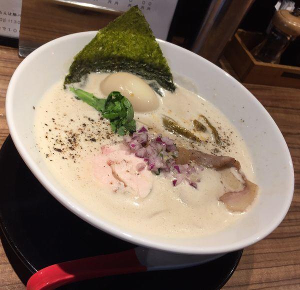 「鶏豚出汁らーめん+味玉」@中華そば 鷸の写真