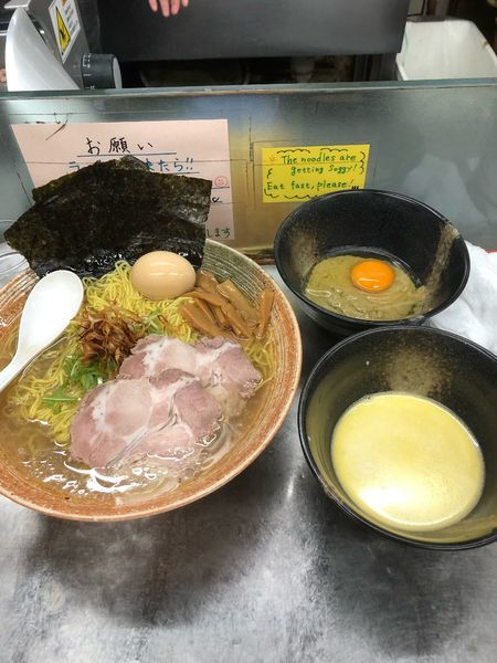 「牡蠣出汁塩大盛り+牡蠣ソース×2+ホワイトソース×2」@覆麺 智の写真