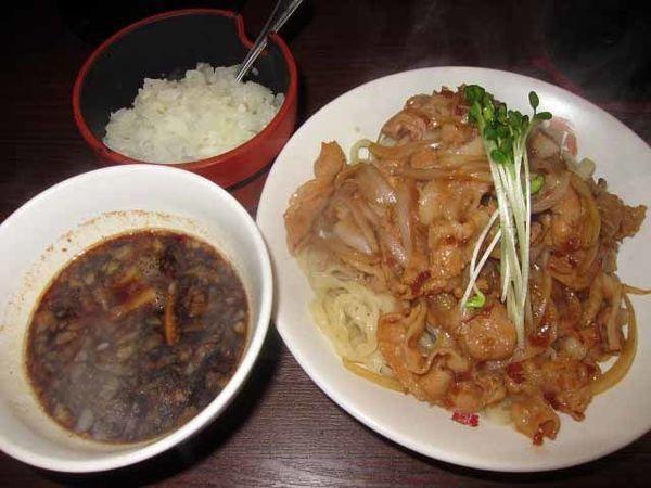 「肉盛りつけ麺並 800円+無料の肉ちょい増し」@魁 肉盛りつけ麺 六代目けいすけの写真
