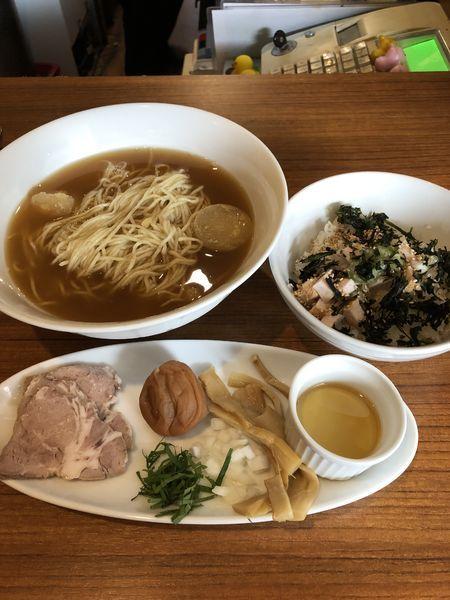 「冷やし煮干with南高梅¥750+バラ海苔ご飯¥200」@麺&cafe Coi.Coi.の写真