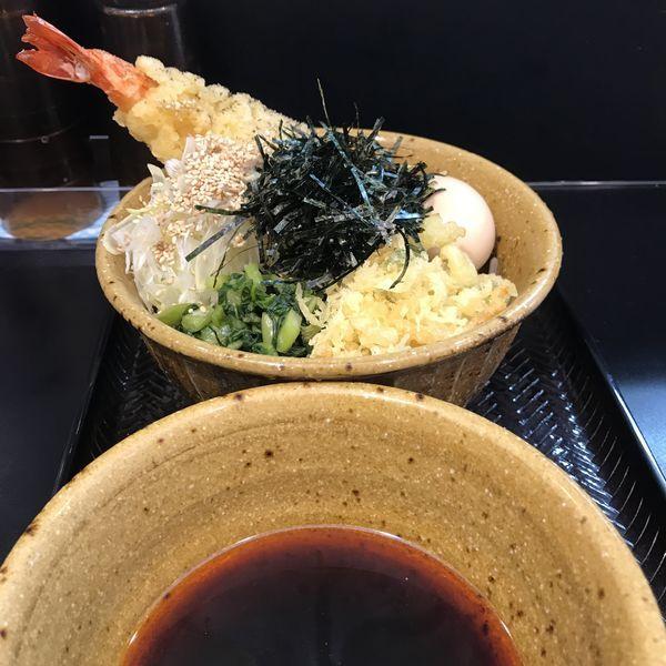 「エビ天そば(中)(¥930)」@なぜ蕎麦にラー油をいれるのか。 池袋南口店の写真