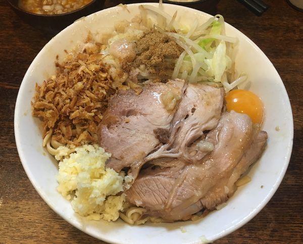 「まぜそば  玉子  タマネギ  ニンニク アブラ カラメ 魚粉」@麺屋 鳳の写真