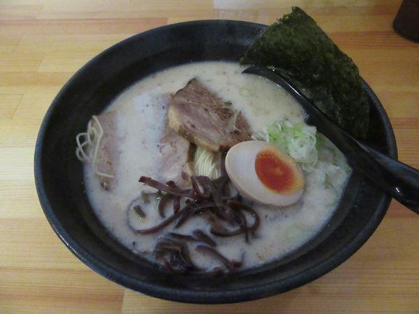 「壱骨麺(750円)+替え玉100円+唐揚げ580円」@壱骨麺の写真