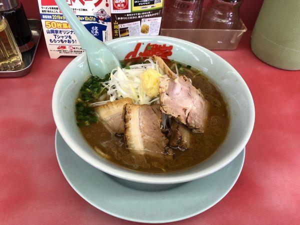 「豚バラ生姜醤油ラーメン  890円」@ラーメン山岡家 瑞穂店の写真
