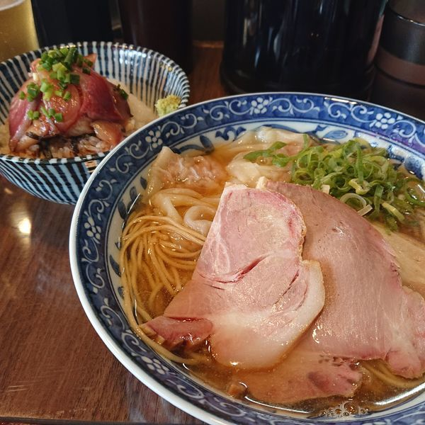 「煮干しワンタン麺800円、ハマチ丼300円、ビール500円」@寿製麺よしかわ 保谷店の写真