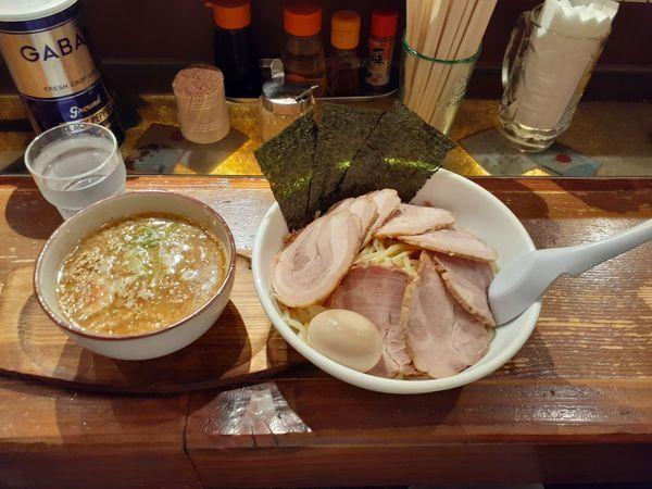 「特選背脂しょうゆつけ麺大盛り+チャーシュー」@輝宗の写真