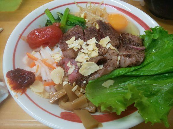 「汁なし塩 手作り牛脂で和牛和え蕎麦 トマトを添えて S」@MENYA 食い味の道有楽の写真