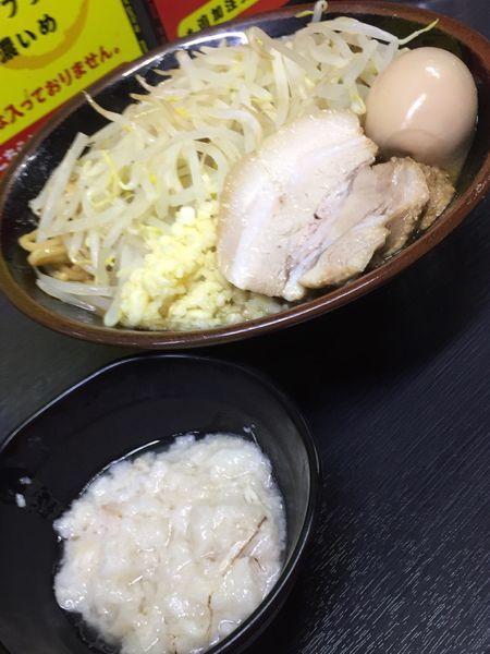 「味噌ラーメン(中盛りニンニクアブラ)+味玉」@ハングリーピッグの写真