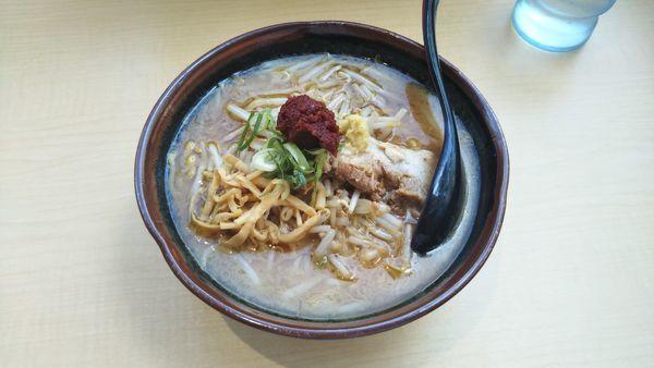 「辛味噌らーめん 麺大盛り」@北海道らーめん 麺処うたり 相模大野駅前店の写真