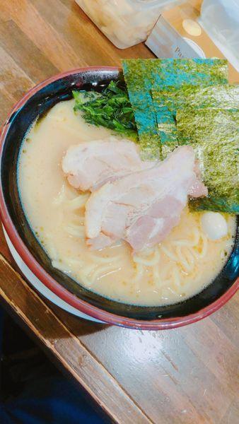 「家系ラーメン醤油大盛り800円」@横濱家系ラーメン 暁家の写真