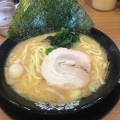 横浜家系ラーメン 町田商店 岡山平井店の写真