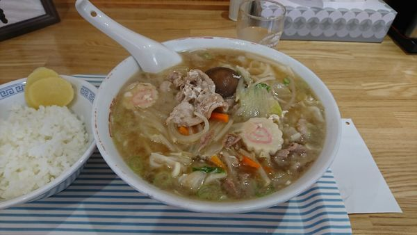 「五目ワンタン麺」@新京亭の写真