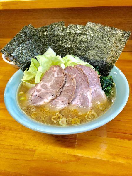 「中盛りチャーシュー麺  濃いめ固めちょい多め 海苔 小ライス」@捲り家の写真
