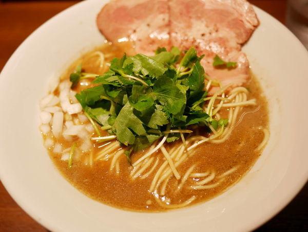「濃厚烏賊煮干中華そば 醤油+そのまま食べられる替え玉」@麺屋 ねむ瑠の写真