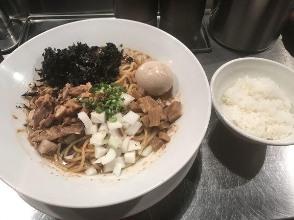 「汁なしジョニー 赤」@麺屋 愛心 TOKYO 町屋店の写真