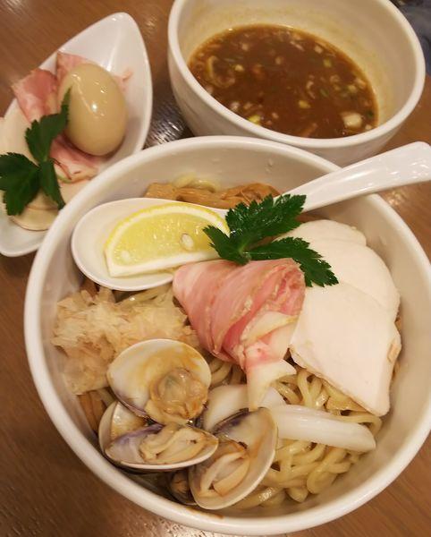「蛤と鶏のつけSOBA(特盛)+特製仕様」@むぎとオリーブ さいたま新都心店の写真