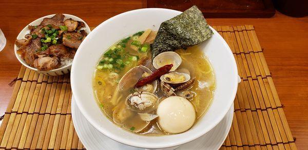 「鯛と浅利の潮らーめん 味玉 肉飯」@鯛塩らーめん 狛龍の写真