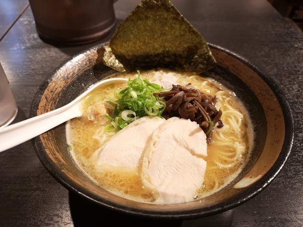 「濃厚鶏骨 醤油 そば」@麺屋武一 虎ノ門店の写真